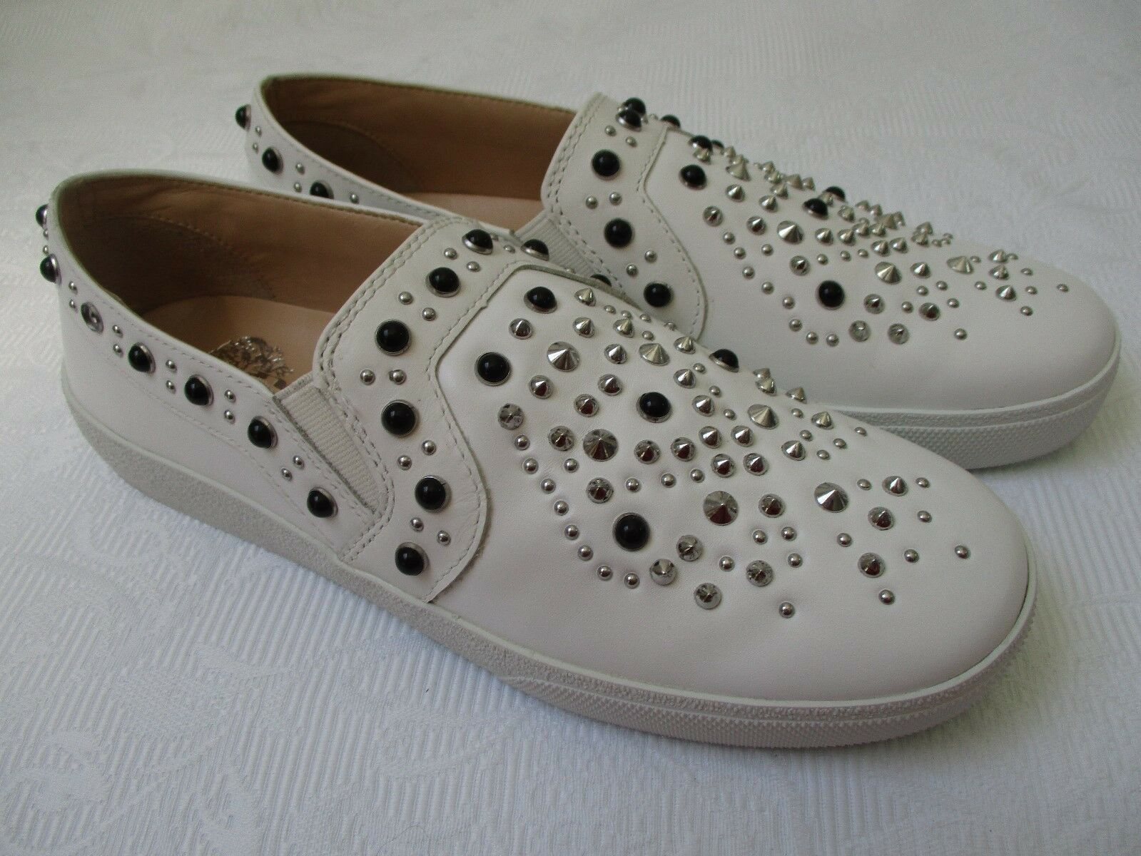 VINCE CAMUTO CASINTIA MILK NEW CENTURY STUDDED LEATHER SHOES SIZE 7 1/2 M - NEW