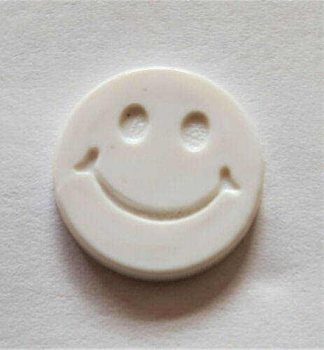 10  SMILLY FACE BUTTONS  White