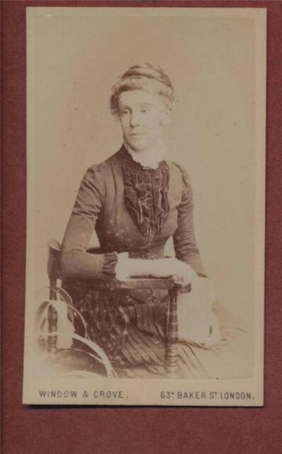 London. 'Rose Howlett' (married T H Dickens)  Family History CDV photograph qe44