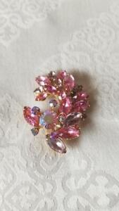 Pink-Lavender-Vintage-Navette-amp-Chaton-Aurora-Borealis-Rhinestone-Brooch-Pin