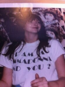 KATE-BUSH-AT-THE-DREAMING-RECORD-SIGNING-COLOUR-PHOTOGRAPH-COLLECTABLE