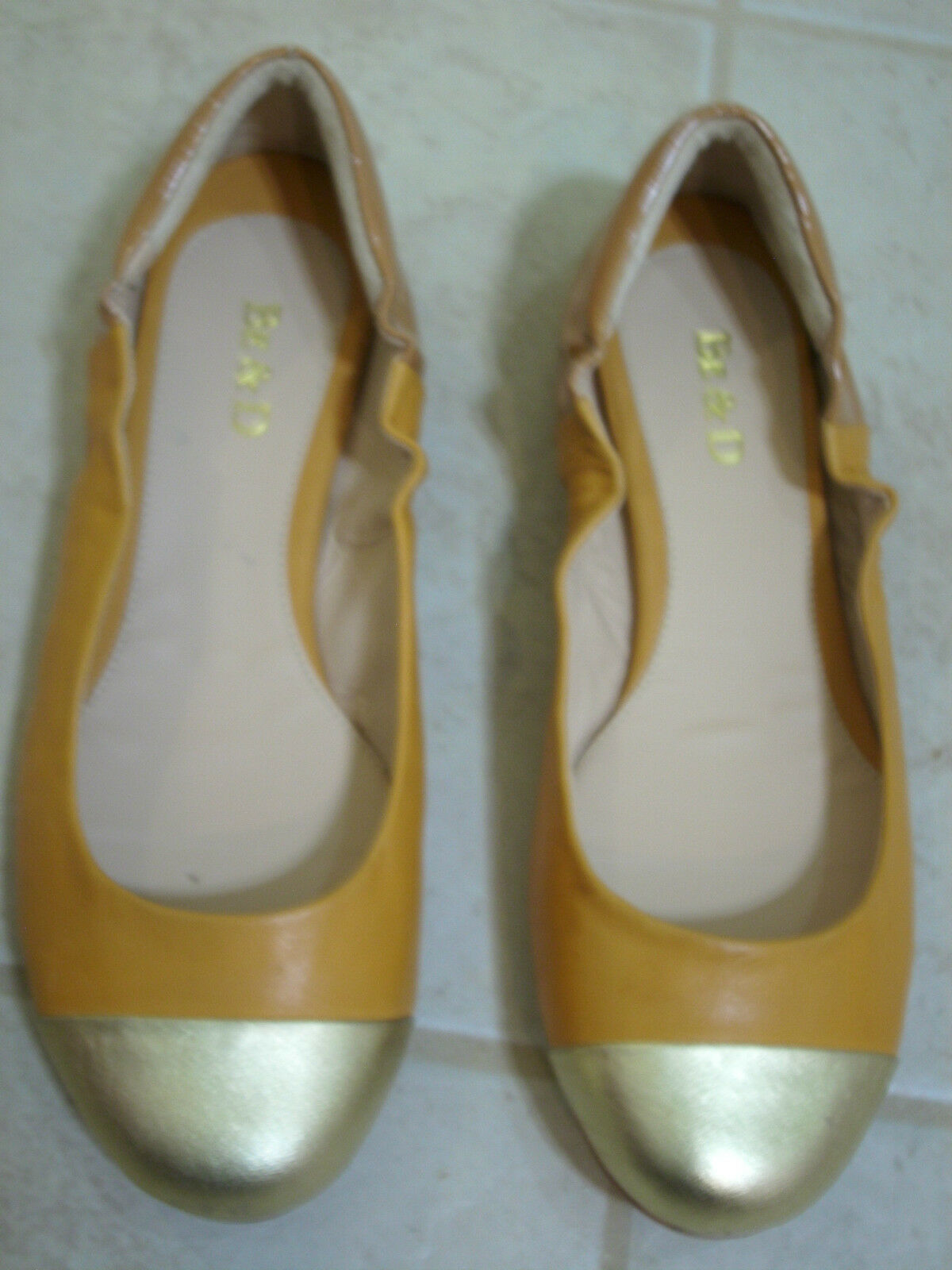 BE & D FLATS  9.5 M STEVIE oro LOAFERS CLOSED TOES LEATHER MOCCASINS nuovo