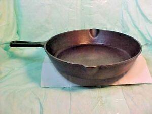 Vintage-Cast-Iron-PAN-10-1-8-034-ROUND-TOP-DOUBLE-SPOUT-MAINSTAYS-HEAVY-CAST-IRON