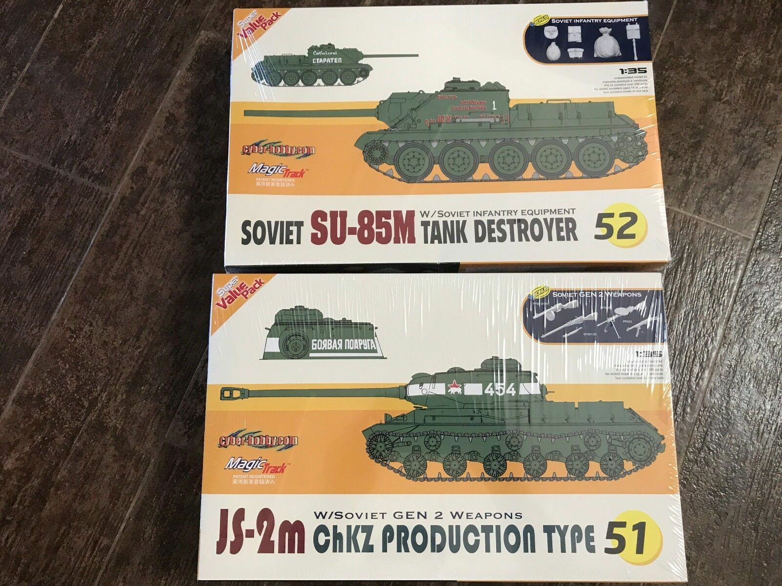 massa av 2 35 Dragon Cyber Hobby JS-2M Stalins tunga stridsvagn and SU-85M Tank-mördaren