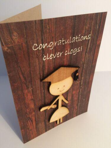 """unique fait main en bois décoré Célébration Carte Graduation /""""Clever Clogs/'S"""