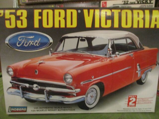 1953 FORD VICTORIA  LINDBERG 72172 1997  Issue  1:25 kit STOCK