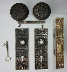 Antique-Ornate-Set-EASTLAKE-VICTORIAN-Backplates-Door-Knobs-Mortise-Lock-w-Key