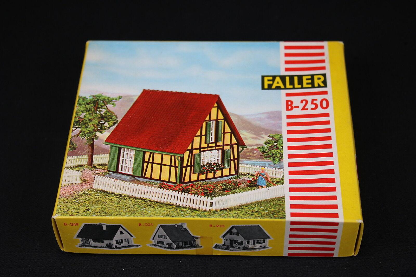 W002 FtuttiER Train Maquette B250 Maison paysanne frame house Frackwerkhaus