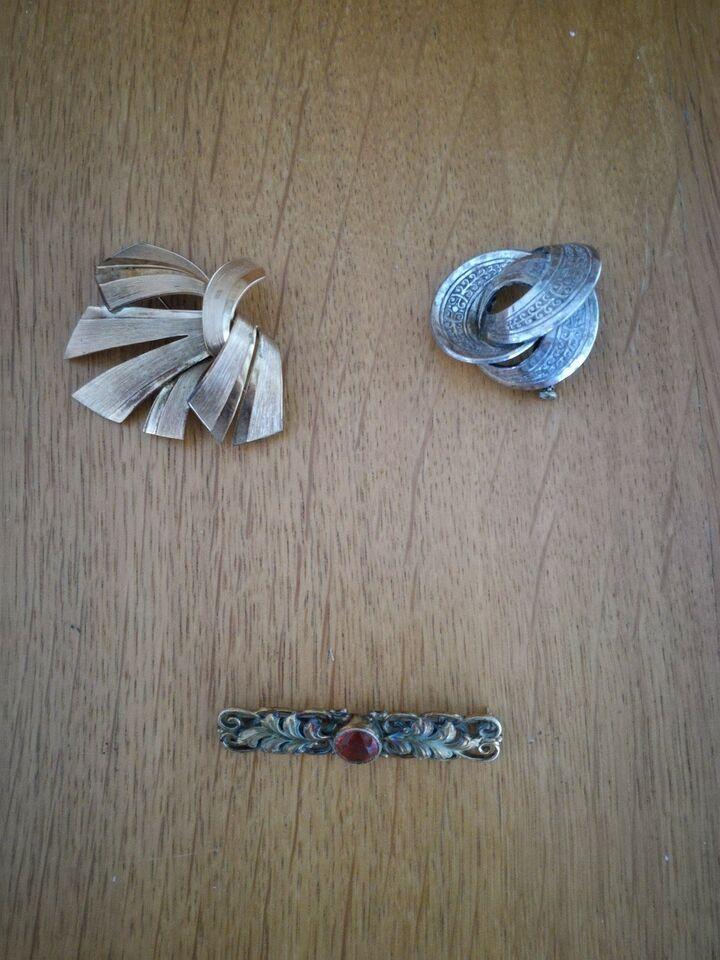 Broche, andet materiale