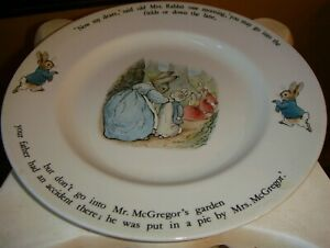 WEDGWOOD-COLLECTORS-PLATE-Beatrix-potter-Peter-Rabbit-Mr-Mcgregor-Etruria-Warne