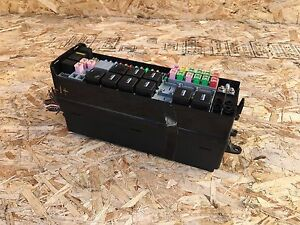 land rover lr3 range sport (05 09) front engine fuse box module land rover discovery 2 image is loading land rover lr3 range sport 05 09 front