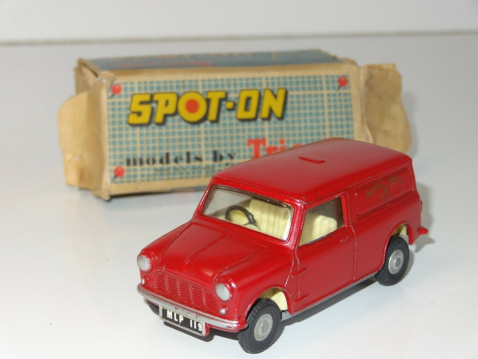Triang spot on 210 1 MINI VAN ROYAL MAIL (220)