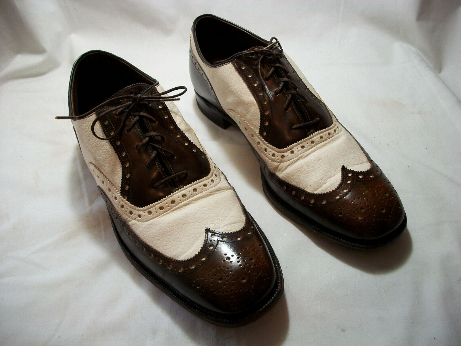 JOHNSTON AND MURPHY PRESIDENTS COLLECTION BROWN & WHITE SPECTATORS 10 1/2 C/A