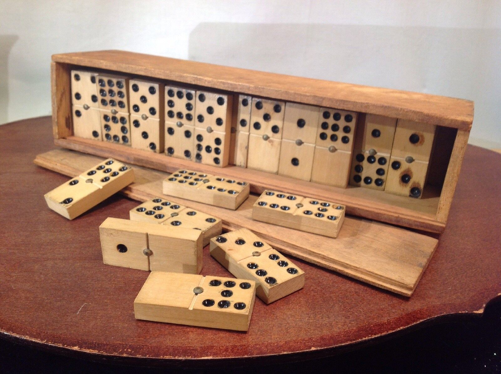 Vtg Solid Hardwood Hand Made Domino Game Set With Dovetail Solid Wood Box