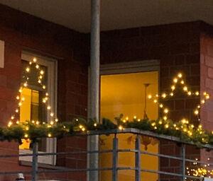 LED-Figur-Stern-oder-Baum-Balkongelaender-Weihnachtsbeleuchtung-Timer-Batterie