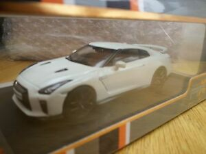 PREMIUM-X-PR0584-NISSAN-GT-R-R35-MY17-diecast-model-car-white-2017-Ltd-Ed-1-43rd