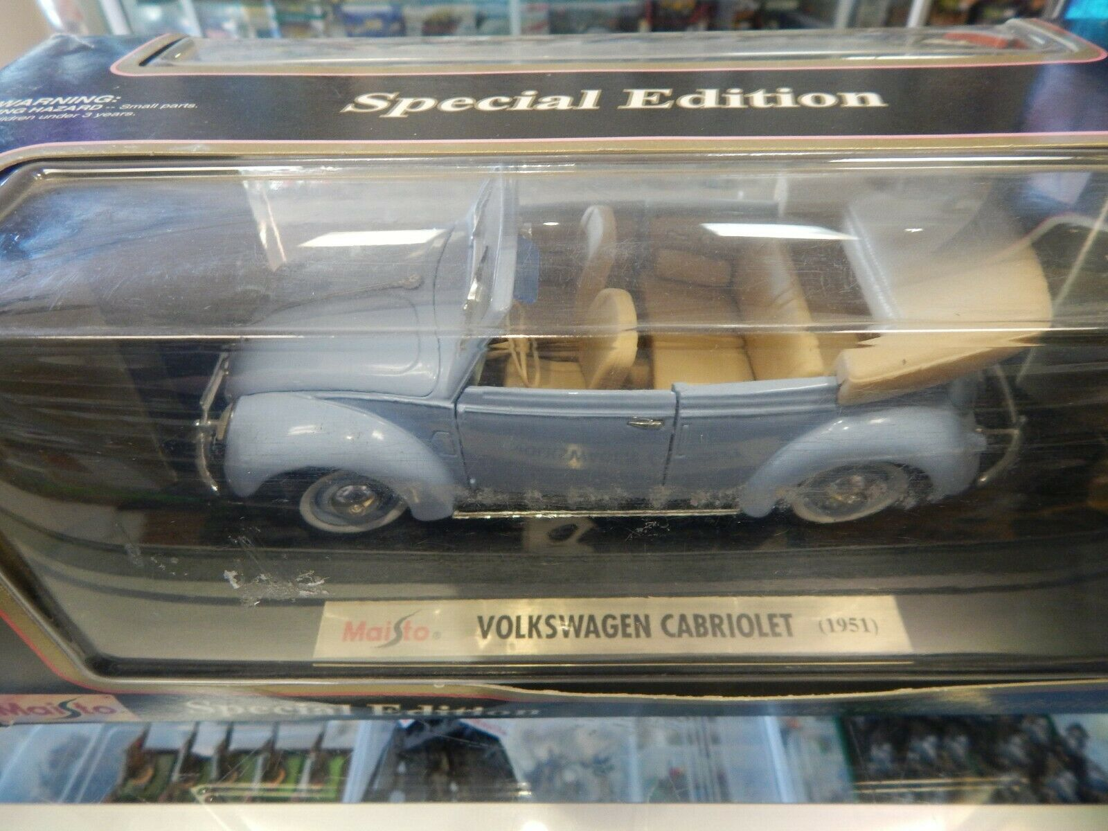 1 18 SCALE diecast VW CABRIOLET 1951 VERSION WITH BOX BY MAISTO