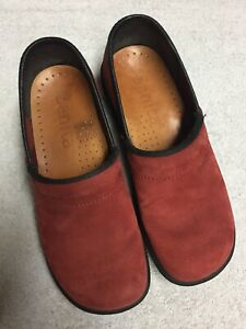Sanita-Women-s-Red-Leather-Slip-On-Casual-Work-Shoes-Clogs-Size-Sz-36-U-S-6-M