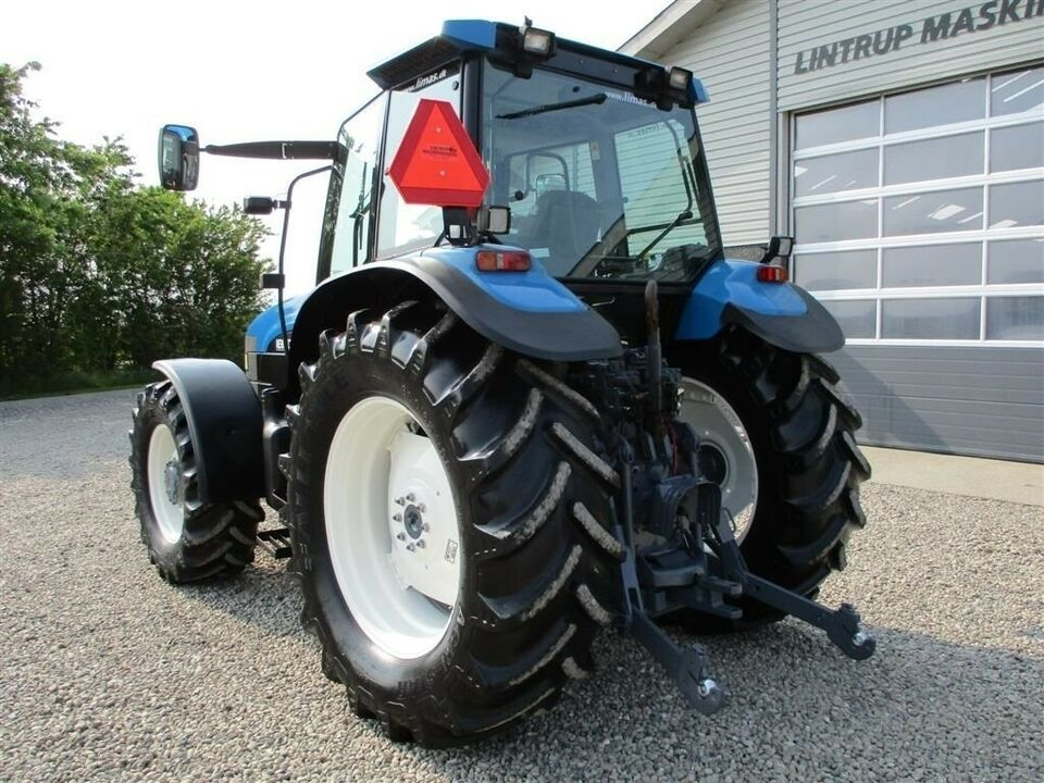 New Holland, 8260 Med Turbo og frontlift, timer 9705