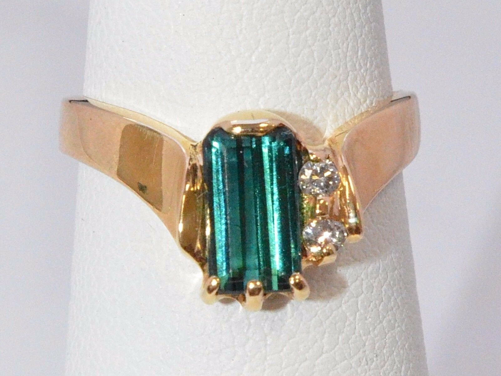 2572-14K YELLOW gold TSAVORITE STONE and 2 WHITE STONES  RING 4.30 GRAMS SZ 6