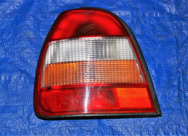 HECKLEUCHTE RÜCKLEUCHTE original links Nissan Sunny 1990-1995