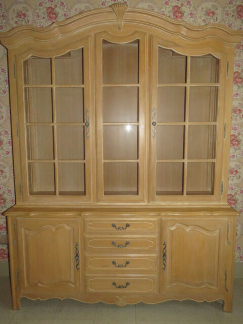 Ethan Allen Country French Collection Lighted Gl China Cabinet 26 6318