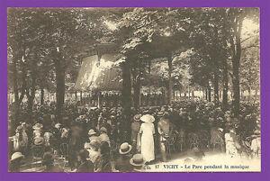 CPA-03-VICHY-Le-Parc-pendant-la-musique