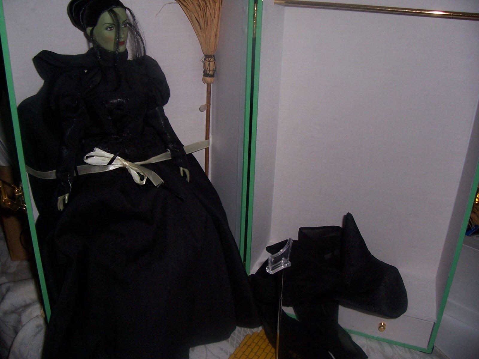 Tonner asistente OZ Tronco Set 16  Vinilo Muñeca En Conjunto + Sombrero de bruja, escoba + base