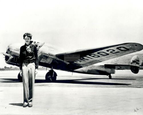 AMELIA EARHART PILOT STANDS IN FRONT OF LOCKHEED ELEKTRA EP-639 8X10 PHOTO