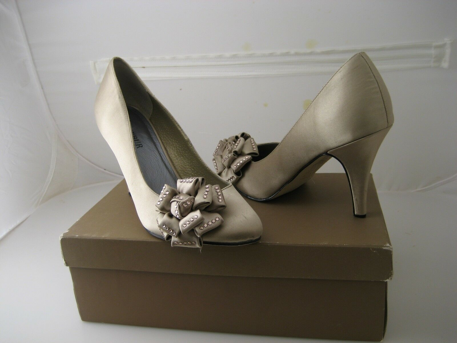 Menbur  Satin Heel Flower pump  size 7.5