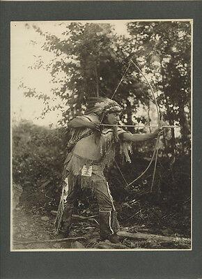NATIVE AMERICAN MAN SHOOTING BOW/ARROW VINTAGE ORIGINAL PHOTO