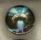 #D137. ET EXTRATERRESTRIAL MOVIE TIN BADGE - SPACESHIP