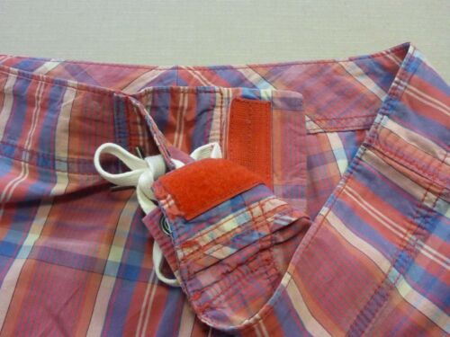 127 MENS NWOT COUNTRY ROAD RED BLUE WHT LONG BOARDSHORTS SZE MEDM $80 RRP.