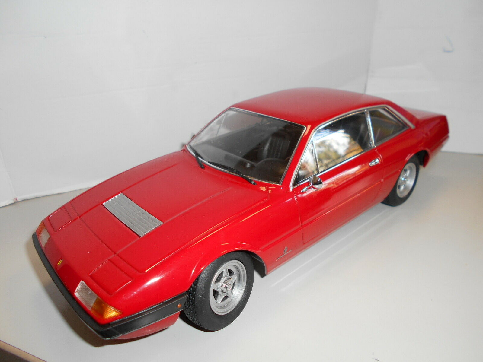 KKDC180161 by KK-SCALE FERRARI 365 GT4 2+2 1972 1 18