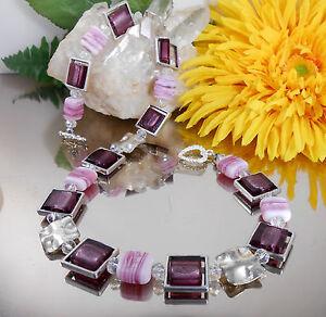 VARIABEL-BILDSCHONE-Halskette-aus-Glas-Quadraten-in-Rahmen-Bordeaux-Rosa