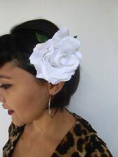 Grosse fleur rose blanche pince clip cheveux et broche coiffure rétro pinup