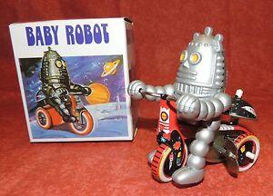 Jouet  mécanique en tôle. BABY ROBOT sur tricycle -10 cm - NEUF