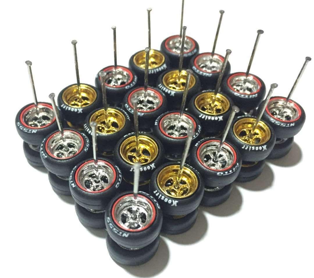 1 64-gummidäck 4 talade krom- and guldfälgar passar varm Wheels diecast –10 set
