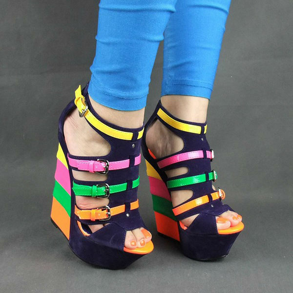 RAINBOW BUCKLE COLORBLOCK SUEDE WEDGES, Blau