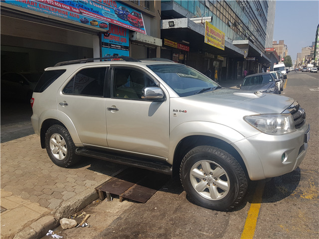 2011 Toyota Fortuner 3.0 D-4D 4x4 for sale!