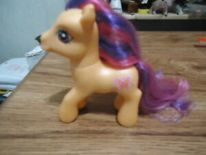 Butterfly : 2007 Hasbro MLP My Little Pony Brushable Figure