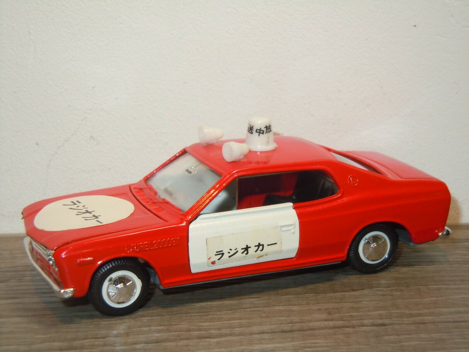 Nissan Laurel Hardtop 2000GX Fire Car - Diapet Yonezawa Toys D-217 Japan 36825