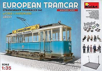 Minikonst 1  35 European Tram bil with Crew & Passagerare