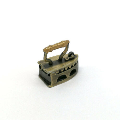 Cute 1:12 MINI Dollhouse Miniature Adornment an iron Furniture Toys Tools