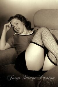 """1950's Sexy Woman Showing Off Fishnet Stay Up Stockings 4""""x6"""" Reprint Photo BU64"""