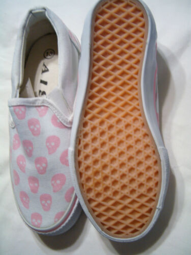 AIS Girl/'s White /& Pink Skull Heads Shoes Size 13  *NEW*