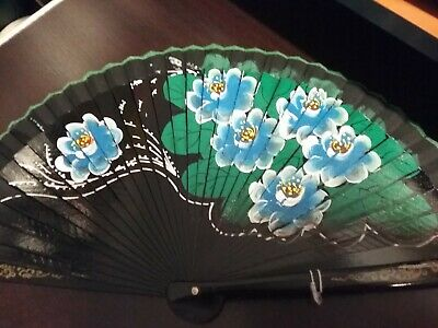 Il Prezzo Più Economico Ventaglio In Legno Dipinto A Mano Su Un Lato Nero Con Fiori Azzurri (art.60) Sii Amichevole In Uso