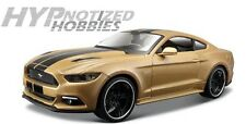 MAISTO 1:24 CLASSIC MUSCLE - 2015 FORD MUSTANG GT WITH BLACK STRIPES 31369GLD