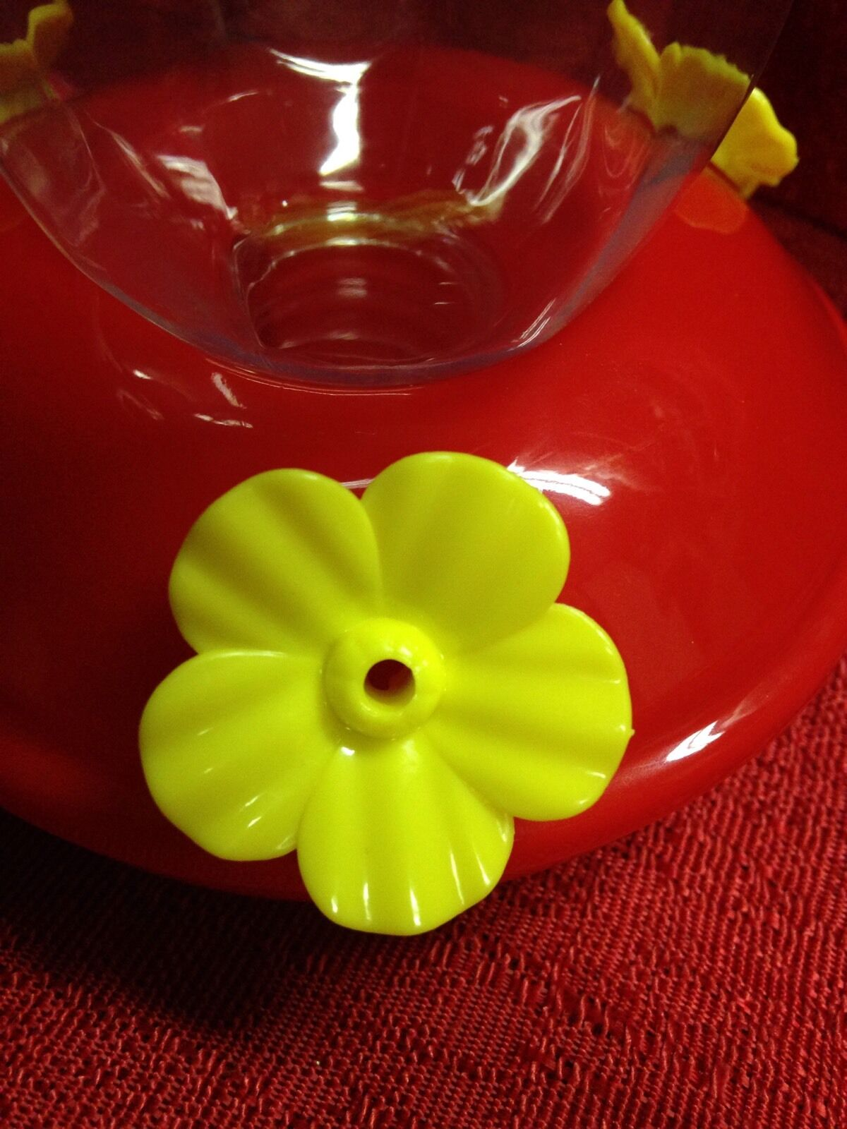 "Red Plastic Hummingbird Feeder Nectar Flower 16 Oz ~ Size ~ 4.25/""x4.25/""x7/"" NEW"
