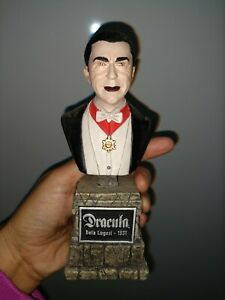 Universal-studios-monsters-dracula-sculpture-bust